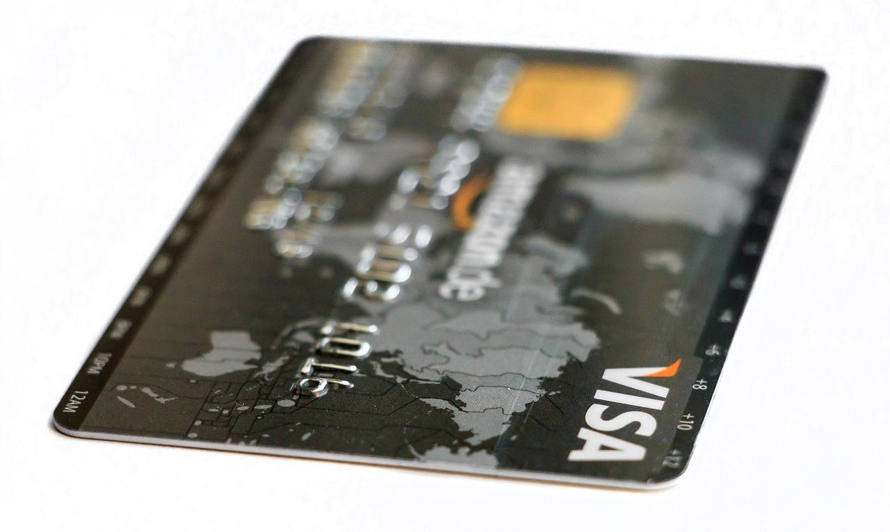 Karta w euro za 0 zł – jak sprytnie płacić za granicą?